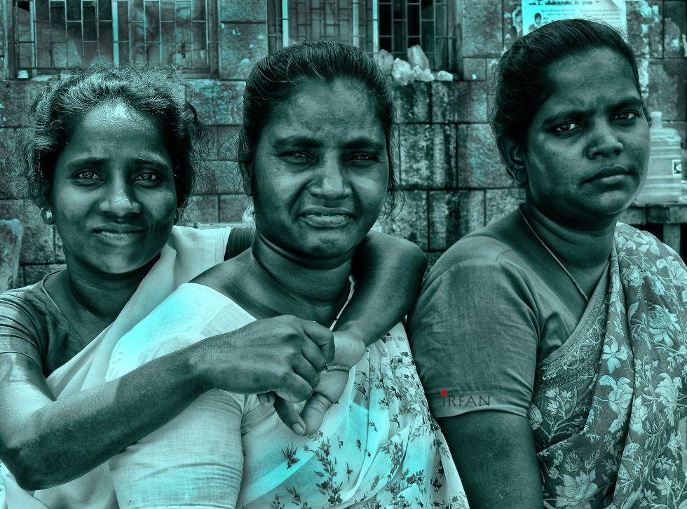 flower ladies, street photography, black and white, portraits, irfan hussain, thereddotman, irfan, hussain