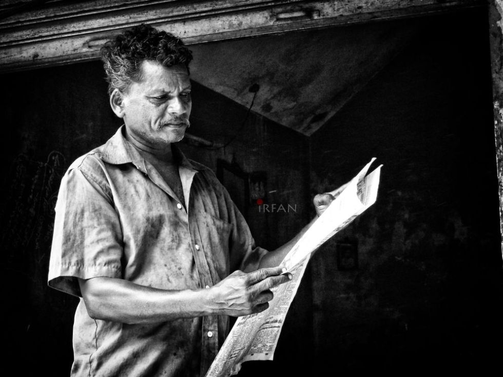 old man, reading news paper, black and white, portraits, irfan hussain, thereddotman, irfan, hussain