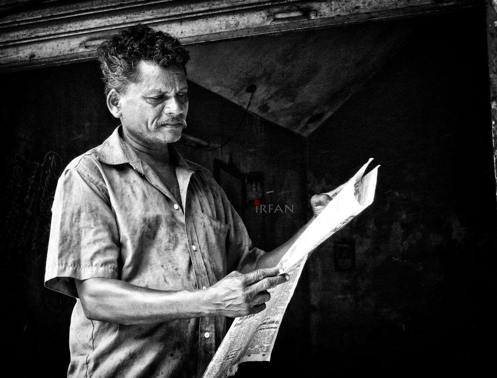 old man, reading news paper, black and white, portraits, irfan hussain, thereddotman, irfan, hussain
