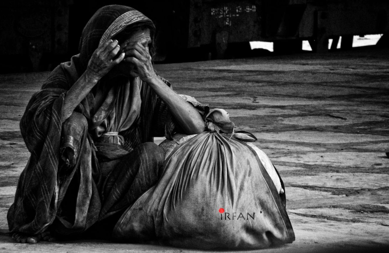 old woman with bag 1 wordpress