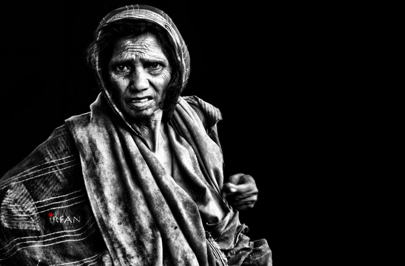 old woman with bag 3 wordpress