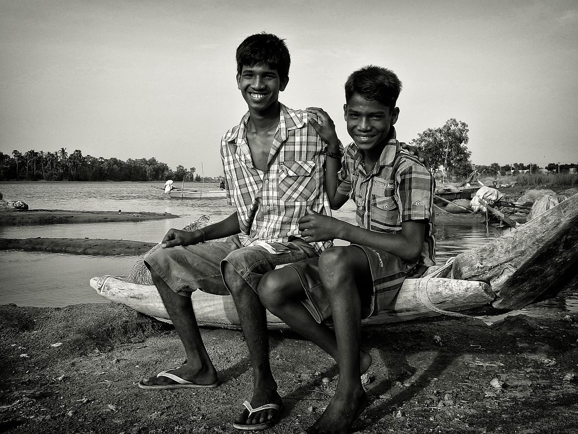 kids on a boat friends wordpress, black and white, portraits, irfan hussain, thereddotman, irfan, hussain