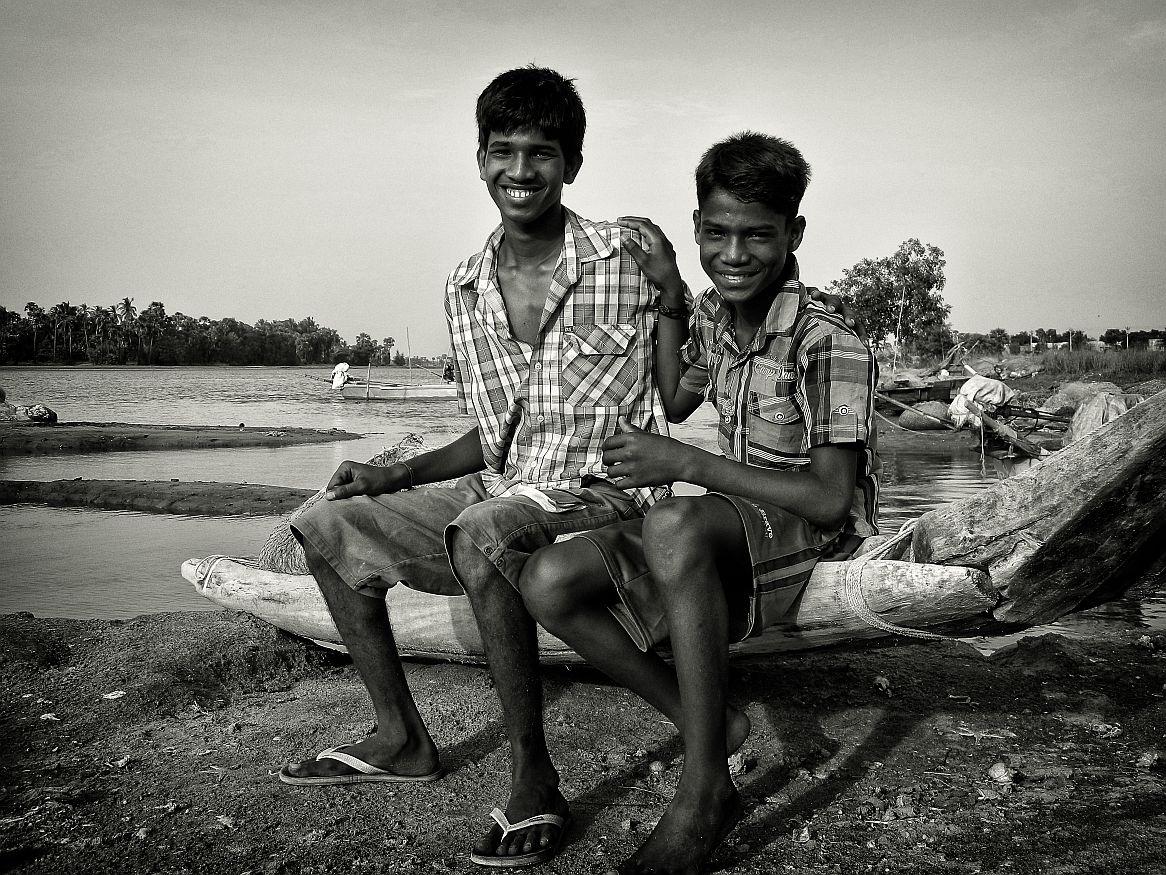 kids on a boat friends wordpress, black and white, portraits, irfan hussain, thereddotman, irfan, hussain