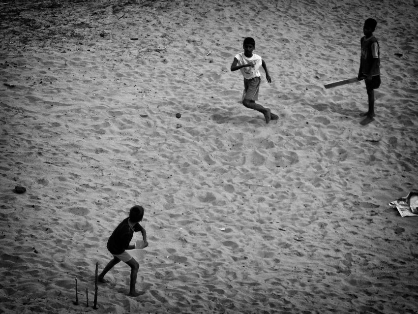 kids playing cricket alamparai fort 2 wordpress