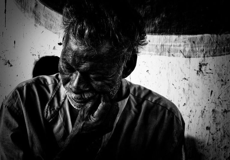 indian poverty old man under bridge home less 4 wordpress