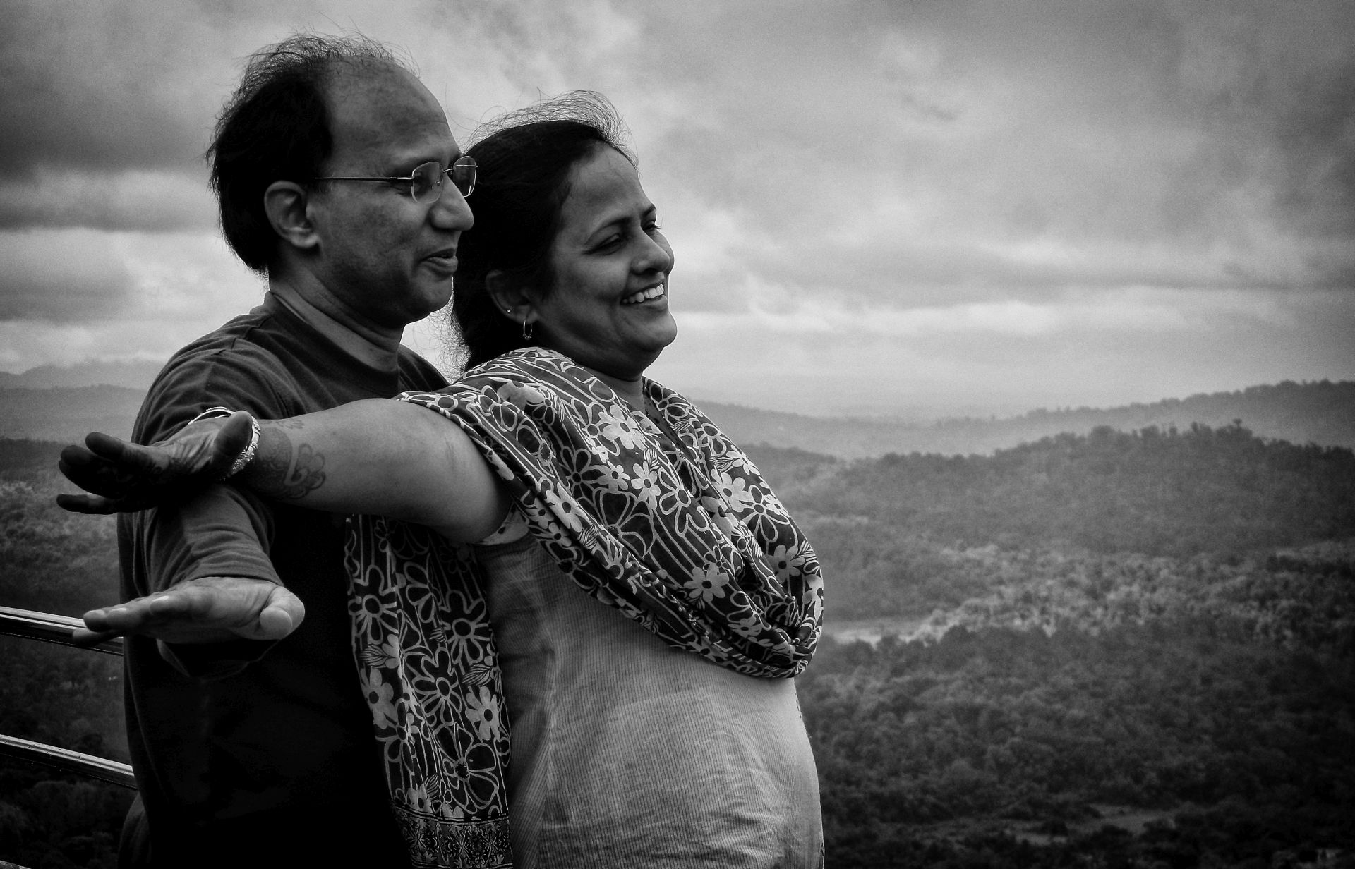 mom dad titanic pose irfan hussain thereddotman wordpress