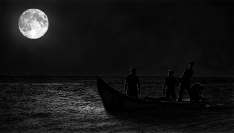 Rowers in the night mahabalipuram beach irfan hussain thereddotman wordpress