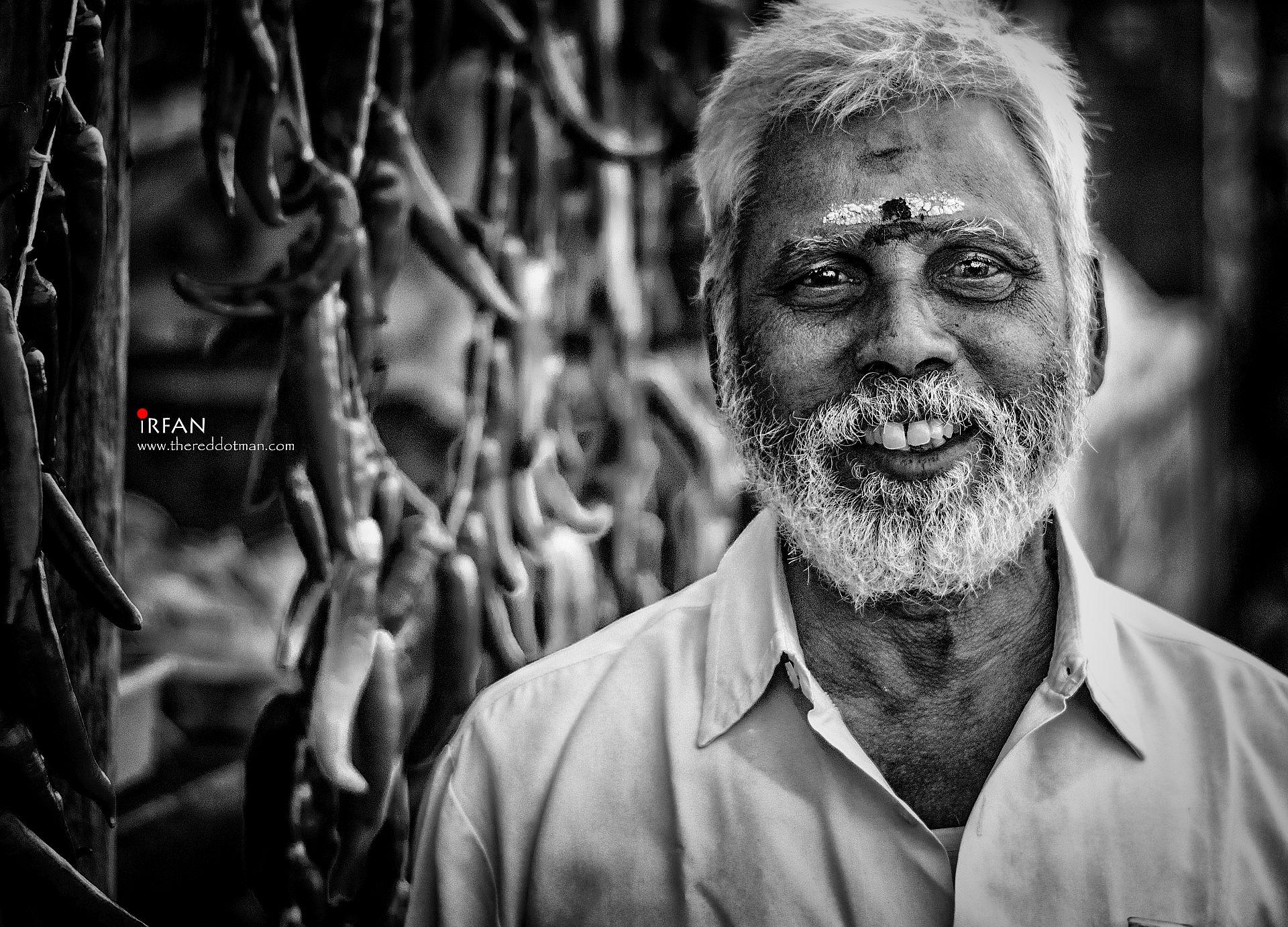 bajji wala, besant nagar, beach, black and white, portraits, irfan hussain, thereddotman, irfan, hussain
