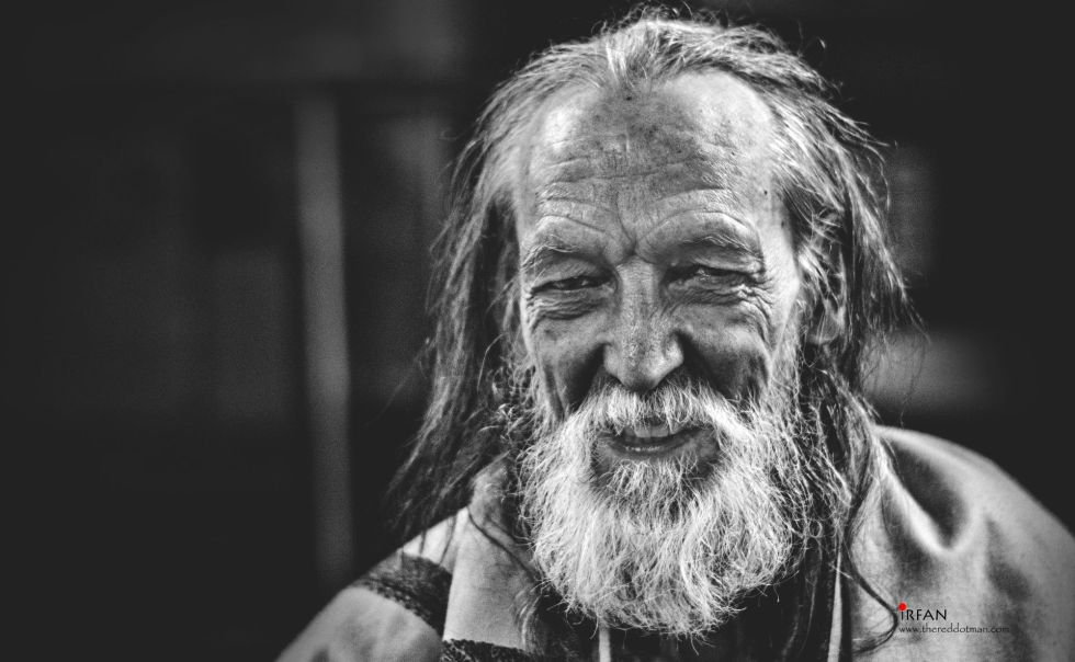 old man, railway station, bangalore, portrait, black and white, irfan hussain, thereddotman